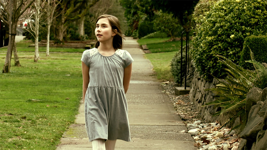 Nevaeh Callies as the little girl